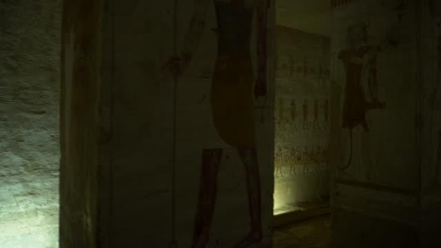 古代エジプト (ルクソール) の古い壁画のある墓。sety 2 世の墓 - 墓石点の映像素材/bロール