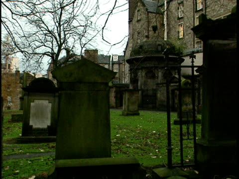 ms, zi, tombs on greyfriars kirkyard, church in background, edinburgh, scotland - 17th century style stock videos & royalty-free footage