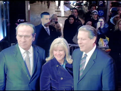 vídeos de stock, filmes e b-roll de tomme lee jones tipper gore and al gore at the 'three burials of melquiades estrada' new york premiere at the paris theater in new york new york on... - tipper gore
