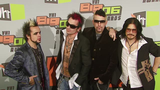 tommy lee and band supernova at the vh1 big in '06 at sony studios in culver city, california on december 2, 2006. - vh1ビッグインアワード点の映像素材/bロール