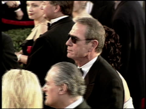 tommy lee jones at the 2000 academy awards at the shrine auditorium in los angeles california on march 26 2000 - 72nd annual academy awards stock videos and b-roll footage