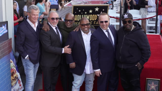 vídeos y material grabado en eventos de stock de tommy mottola david foster emilio estefan la reid and ceelo green at the tommy mottola honored with a star on the hollywood walk of fame on october... - emilio estefan