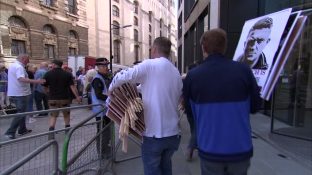 london old bailey ext supporters of tommy robinson unloading signs from car some heard saying 'fake news' sot / signs being carried along to protest... - real time stock videos & royalty-free footage
