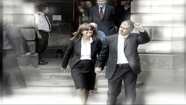 tommy sheridan libel case: news of the world video released; graphicised sequence tommy sheridan msp celebrating with clenched fist as out of court... - 文書による名誉棄損点の映像素材/bロール