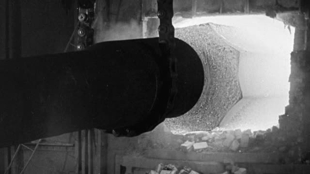 vídeos de stock, filmes e b-roll de 1940 montage 230 ton steel ingot being removed from fiery furnace / united kingdom - fornalha