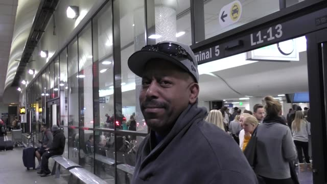 vídeos de stock, filmes e b-roll de interview tone loc talks about mariah carey's new years eve disaster while arriving at lax airport in los angeles in celebrity sightings in los... - tone loc