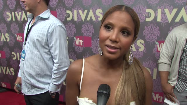 toni braxton talking about being a diva kelly clarkson her new album and hoping to be a vh1 diva at the 2009 vh1 divas red carpet at new york ny - vh1 divas stock videos and b-roll footage