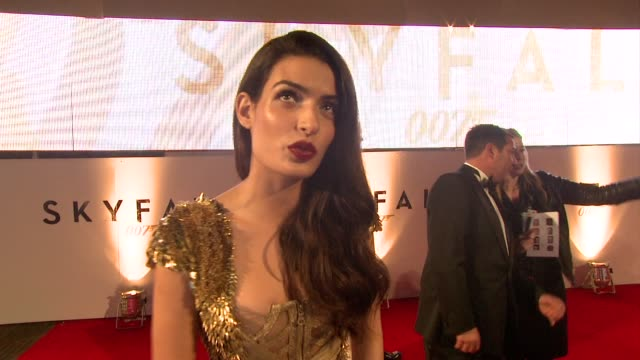 vídeos de stock, filmes e b-roll de tonia sotiropoulou on what bond is famous for at 'skyfall' royal world premiere at royal albert hall on october 23 2012 in london england - james bond trabalho conhecido