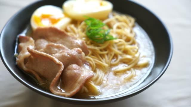 豚肉と玉子のとんこつラーメン