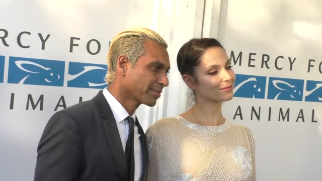 vidéos et rushes de tony ashwin kanal and erin lokitz at the mercy for animals' hidden heroes gala at unici casa in culver city at celebrity sightings in los angeles on... - tony kanal