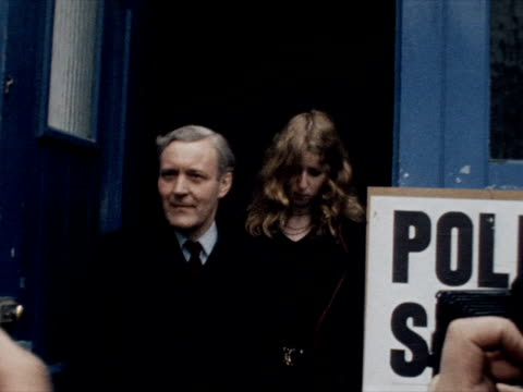 vídeos de stock, filmes e b-roll de tony benn and his daughter melissa leave a polling station after voting in the eec referendum - tony benn
