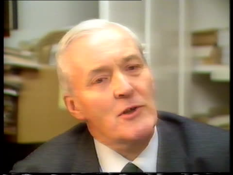 vidéos et rushes de holland park tms benn reading autobiography tcms page from autobiography cms tony benn mp intvwd – sof explains his reason for keeping the archive... - autobiographie