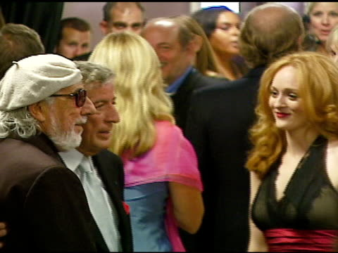 vídeos de stock, filmes e b-roll de tony bennett and lou adler at the singers and songs celebration of tony bennetts 80th birthday by raising funds for newman�s hole in the wall camps... - tony bennett
