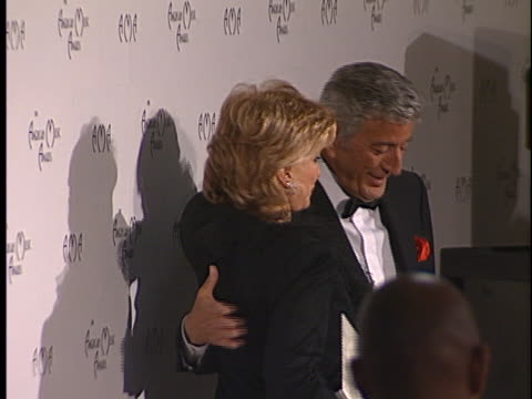 tony bennett at the american music awards 1998 at shrine - nancy sinatra stock videos and b-roll footage