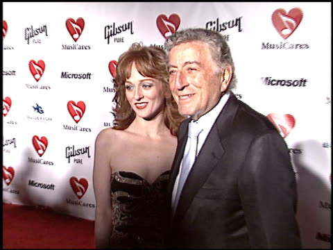 vídeos de stock, filmes e b-roll de tony bennett at the musicares 2004 person of the year sting at sony pictures studios in culver city california on february 6 2004 - tony bennett