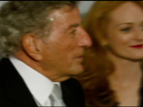 vídeos de stock, filmes e b-roll de tony bennett at the singers and songs celebration of tony bennetts 80th birthday by raising funds for newman�s hole in the wall camps at the kodak... - tony bennett