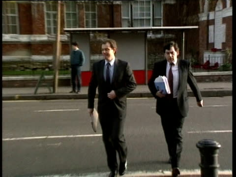 tony blair and gordon brown cross road and acknowledge camera before going up steps london jun 94 - ゴードン ブラウン点の映像素材/bロール