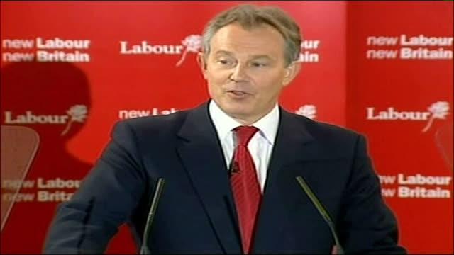 blair speech tony blair mp speech sot today i announce my decision to stand down from the leadership of the labour party the party will now select a... - 辞職点の映像素材/bロール
