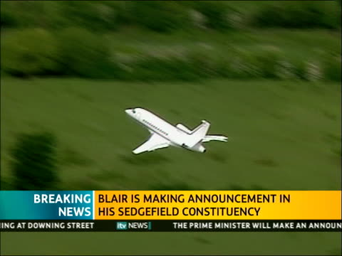 itv news special pab 1140 1242 downing street ext blair leaves downing street blair aircraft takes off from raf northolt bound for sedgefield county... - county durham stock videos & royalty-free footage
