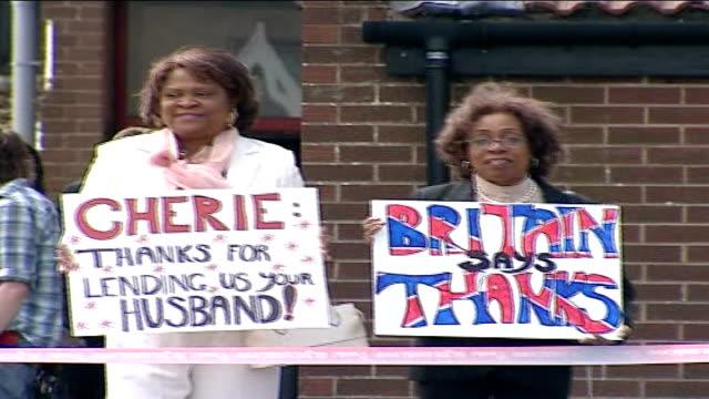 vídeos y material grabado en eventos de stock de reaction/tributes women holding placards supporting blair lenehan holding placard i'm a blair babe - placard