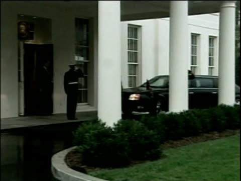 vídeos y material grabado en eventos de stock de tony blair arrives at white house in diplomatic vehicle washington dc nov 04 - primer ministro británico