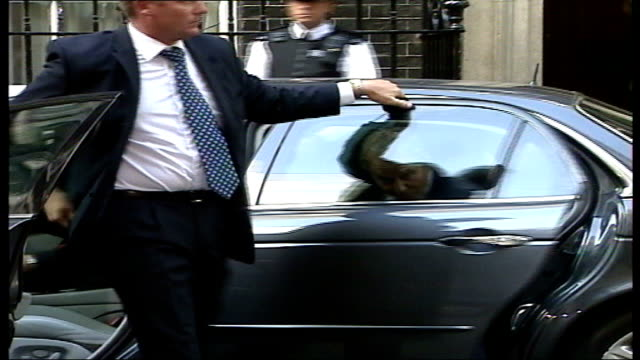 tony blair arriving at number 10 england london downing street ext car arriving and tony blair mp out from car and along through entrance to number... - tony blair stock-videos und b-roll-filmmaterial