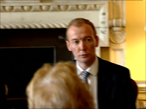vídeos de stock e filmes b-roll de tony blair at meeting with junior ministers to discuss nhs policy review; england: london: downing street: int * * beware flash photography * *... - prime minister