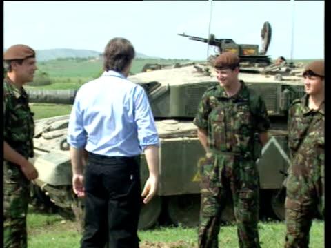 vídeos y material grabado en eventos de stock de tony blair greets and shakes hands with british troops standing in front of tanks macedonia 03 may 99 - primer ministro británico
