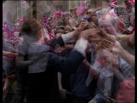 stockvideo's en b-roll-footage met tony blair greets supporters chanting his name outside no10 downing street after his election victory london 02 may 97 - labor partij