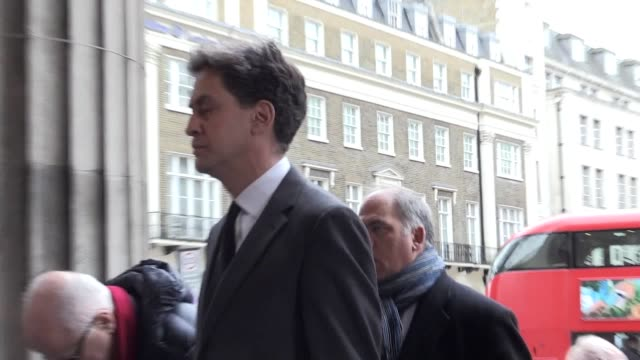 """tony blair has described frank dobson as a """"politician of the highest calibre"""" at his funeral in central london mr dobson passed away on monday... - エド ミリバンド点の映像素材/bロール"""