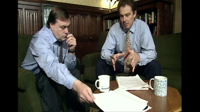 tony blair labour leader and john prescott in office working on speech together 1994 - 1994 stock-videos und b-roll-filmmaterial