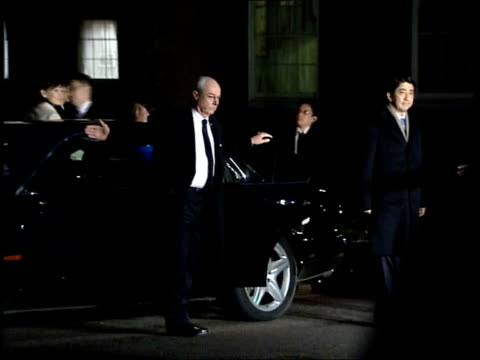 tony blair meets japanese prime minister shinzo abe / blair press conference comment on saddam hussein's execution **beware london downing street car... - pinacee video stock e b–roll