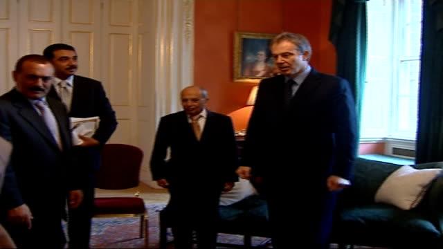 tony blair meets yemeni president ali abdullah saleh; location: england: london: downing street: int prime minister tony blair mp shaking hands with... - fototermin stock-videos und b-roll-filmmaterial