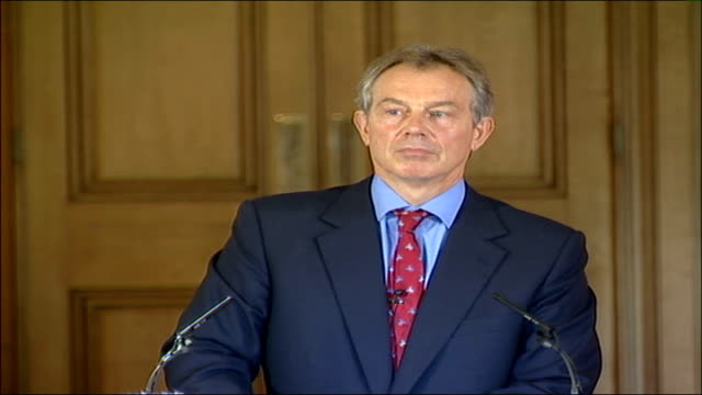 vidéos et rushes de tony blair monthly press conference; - i don't think there is any point commenting on james baker's study until we see it / reasonable point - we are... - take that