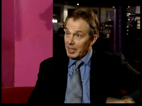 vídeos y material grabado en eventos de stock de tony blair mp interview sot - we've got to give police the powers if necessary, when there's under-age drinking, to close these licenced premises... - new age