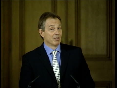 lib int tony blair mp press briefing i have absolutely every confidence in him he has been is will continue to be a first class home secretary - charles clarke britischer politiker stock-videos und b-roll-filmmaterial
