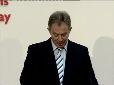 tony blair muslim conference speech england london int * * beware flash photography * * prime minister tony blair along to podium as applause heard... - thank you englischer satz stock-videos und b-roll-filmmaterial