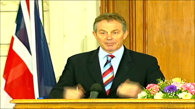 tony blair press conference with iraqi prime minister nouri almaliki blair press conference sot the first question is for prime minister tony blair... - iraqi prime minister stock videos & royalty-free footage