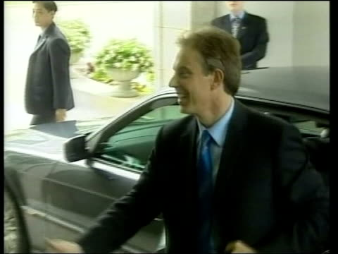 vídeos de stock, filmes e b-roll de tony blair returns from far east tour; itn pool hong kong chief executive, tung chee-hwa waiting to greet british pm tony blair out of car and... - prime minister