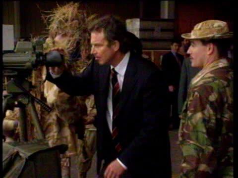 vídeos y material grabado en eventos de stock de tony blair stands with raf officers and looks through telescope kuwait 09 jan 99 - primer ministro británico