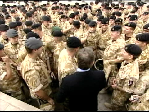 tony blair visit and speech to troops in basra ext blair out of hangar and onto temporary stage in front of assembled troops tony blair speech to... - トニー ブレア点の映像素材/bロール