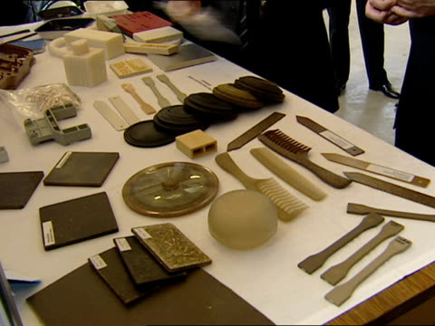 vídeos de stock e filmes b-roll de walkabout / speech more of blair on tour of university research facility looking at biodegradable goods and items made from recycled materials sot... - material