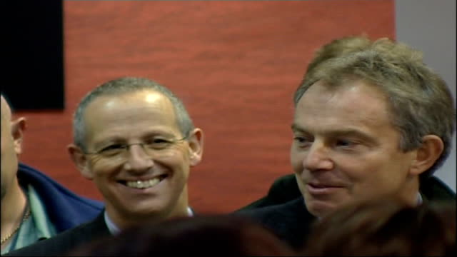 vídeos y material grabado en eventos de stock de tony blair visit to sellafield nuclear power plant int blair speaking to staff sot not my first visit i came almost 20 years ago i'm worried they... - autosuficiencia
