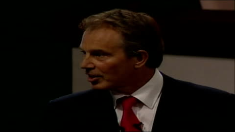 tony blair's last tuc conference; long shot of tony blair speaking on stage at tuc conference with back view of delegates in foreground female... - 労働組合会議点の映像素材/bロール