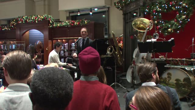 vídeos y material grabado en eventos de stock de performance tony danza at brooks brothers celebrates the holidays with st jude children's research hospital at brooks brothers on december 17 2014 in... - tony danza