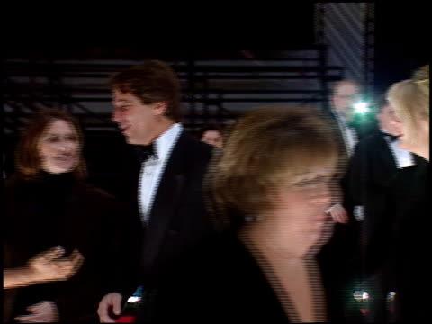 vídeos y material grabado en eventos de stock de tony danza at the 1998 people's choice awards arrivals and press room at barker hanger in santa monica california on january 11 1998 - tony danza