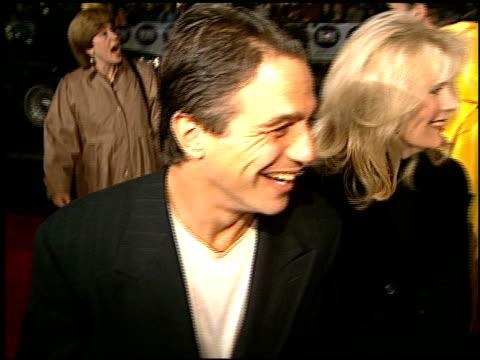 vídeos y material grabado en eventos de stock de tony danza at the 'daylight' premiere at grauman's chinese theatre in hollywood california on december 5 1996 - tony danza