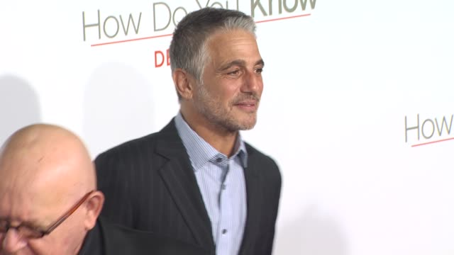 tony danza at the 'how do you know' premiere at los angeles ca - tony danza video stock e b–roll
