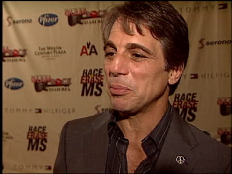 tony danza at the race to erase ms at the century plaza hotel in century city california on may 14 2004 - tony danza video stock e b–roll