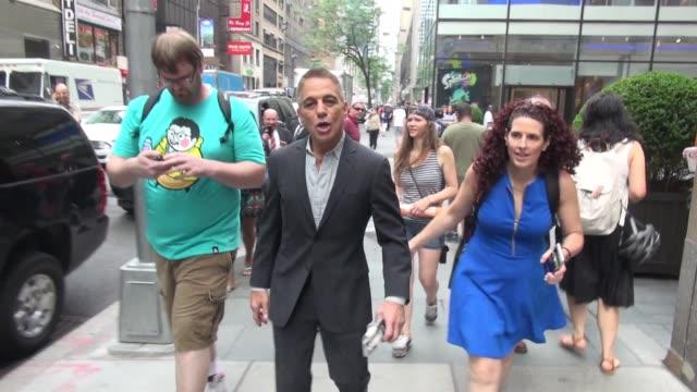 vídeos y material grabado en eventos de stock de tony danza leaving the 'today' show poses for photos in celebrity sightings in new york on 6/11/2015 - tony danza